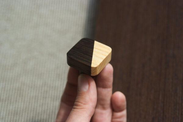 Kwadratowa gałka do mebli JUST TWO - wysokość 2,6 cm - DOT Manufacture