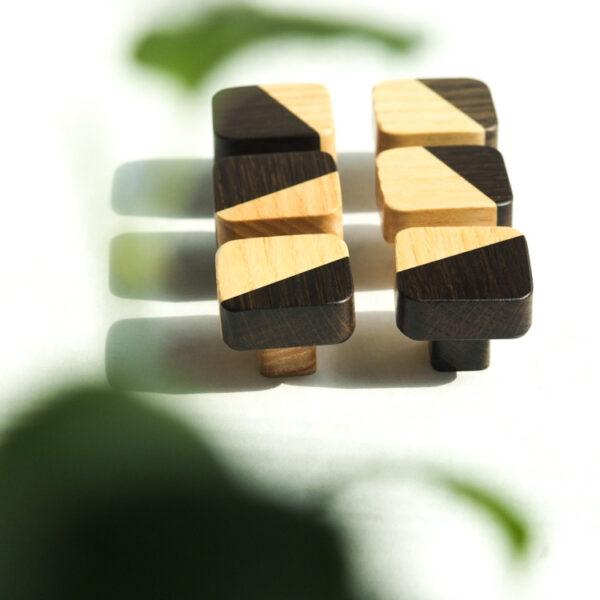 JUST TWO - kwadratowe gałki meblowe w wyprzedażowej wersji - z niższą nóżką - DOT Manufacture