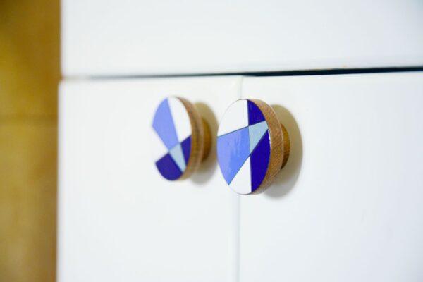 Gałki MODERNA Blue na szafce łazienkowej - DOT Manufacture