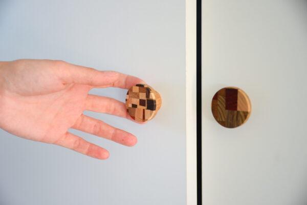 Niezwykłe gałki do mebli z drewniana mozaiką - KLIMT by DOT Manufacture
